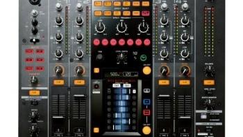 Zoom: console de mixage tactile et numérique Pioneer DJM-2000