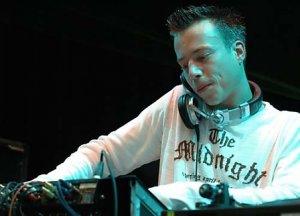 Le DJ Producteur Sander van Doorn, invite les DJ à remixer son titre « Daisy ». 4