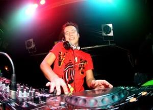 Le DJ Producteur Sander van Doorn, invite les DJ à remixer son titre « Daisy ». 3